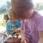 Unsere Gartenkinder sind zwischen 18 Monate und 17 Jahre. Sie kommen mehrmals in der Woche mit ihren Eltern.