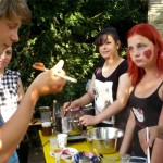 Nathan probiert Marmelade aus Kurdistan