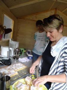 Susanne & Hashim machen Kaffee & Kuchen