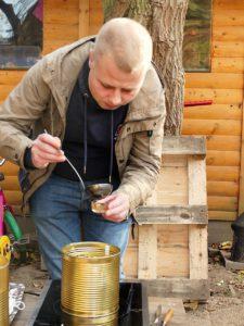 Bienenwachs in Teelichtgläser der Umwelt zu Liebe